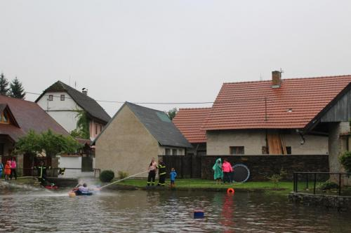 Přejezd rybníku na čemkoli 30.8.2020